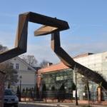 Rzeźba inspirowana wałami obronnymi Mieszka I